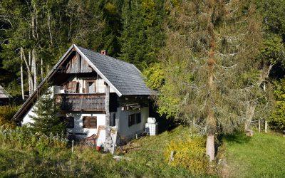 Дом в горах, требующий ремонта