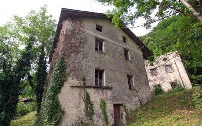 Старый каменный дом под реконструкцию